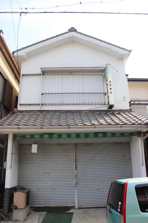 【外観写真】 ハウスドゥ半田店です!当社は名鉄「成岩駅」西へ徒歩3分にあります。成岩中学校東側にございます。大型駐車場も完備しておりますので、お車でお越しの方もお気軽にご来場くださいませ♪
