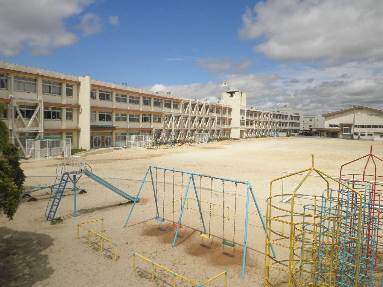 晴嵐小学校まで徒歩8分(620m)