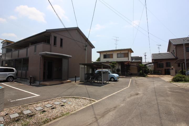 名鉄常滑線 新舞子駅まで徒歩9分 名古屋方面への通勤や通学も好アクセス。