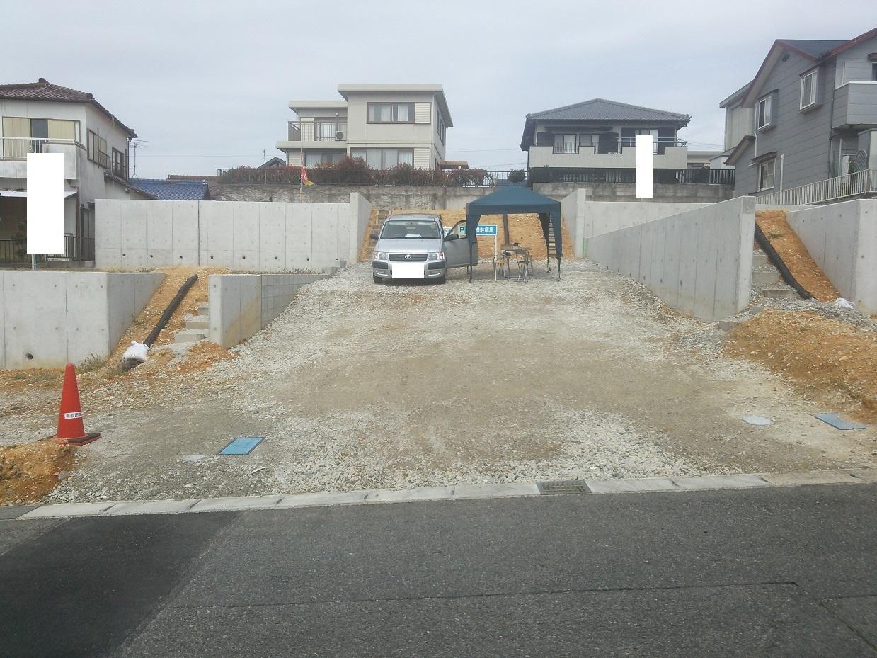 【外観写真】 ハウスドゥ半田店です!当社は名鉄「成岩駅」西へ徒歩3分。成岩中学校東側にございます。大型駐車場も完備しておりますので、お車でお越しの方もお気軽にご来場くださいませ♪