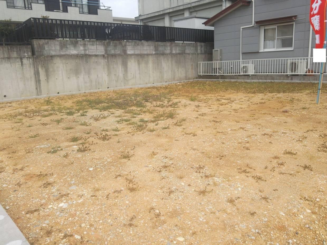間口約3.5m 駐車場内で隣地との塀がないため駐車もしやすいです