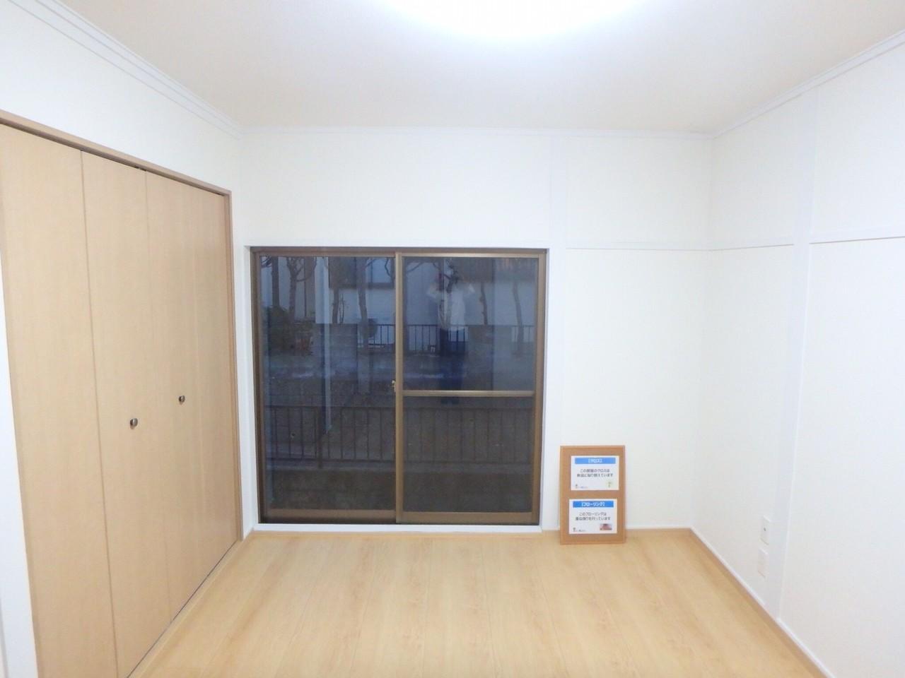 6畳洋室には大容量の収納付きです。