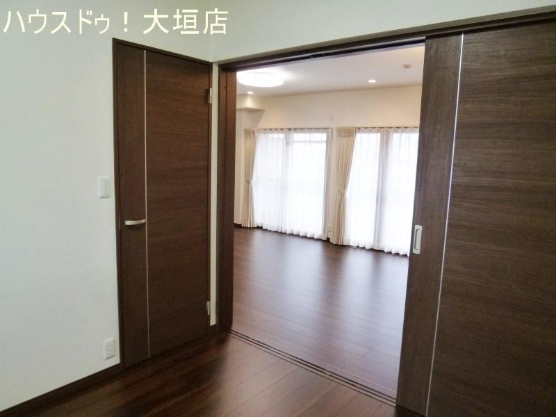 洋室は玄関から直接出入り可能で生活動線がスムーズです。