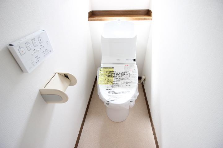 トイレは暖房便座付き