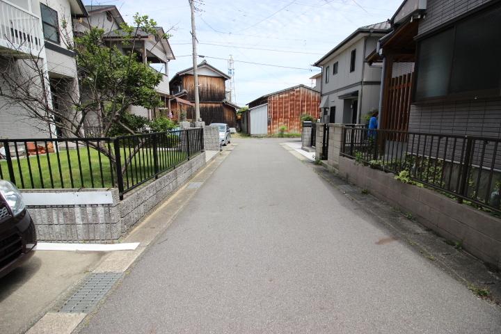 交通量の少ない閑静な住宅街