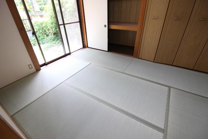 お庭を眺めれる6畳の和室