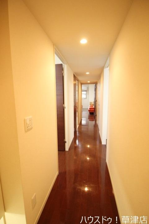 明るい廊下ですね♪