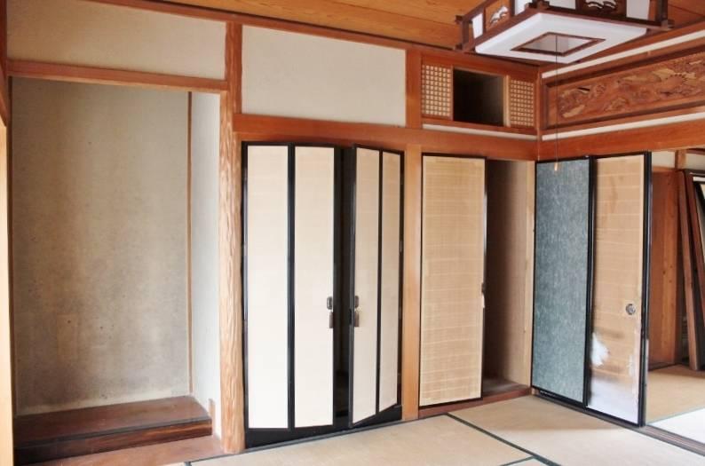 床の間と仏壇用の建具・収納もあります。