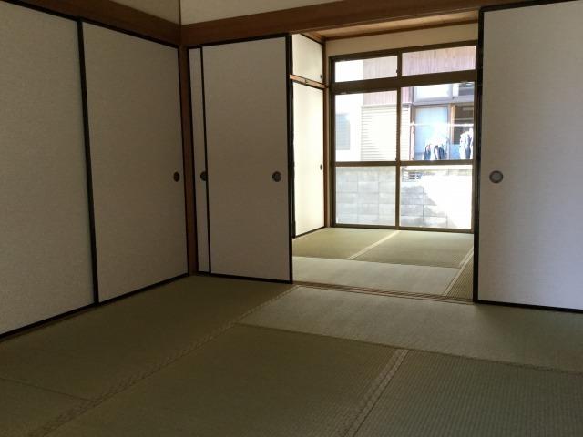 2間続きの1階和室。大人数の来客にも対応できます。