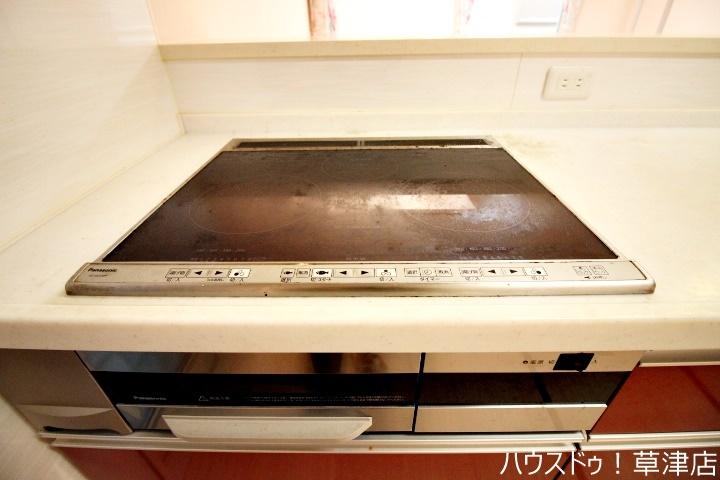 3口コンロに魚焼きグリルもあるのですべてのお料理を温かいうちに召し上がっていただけます。調理時間の時短にもなりますね。
