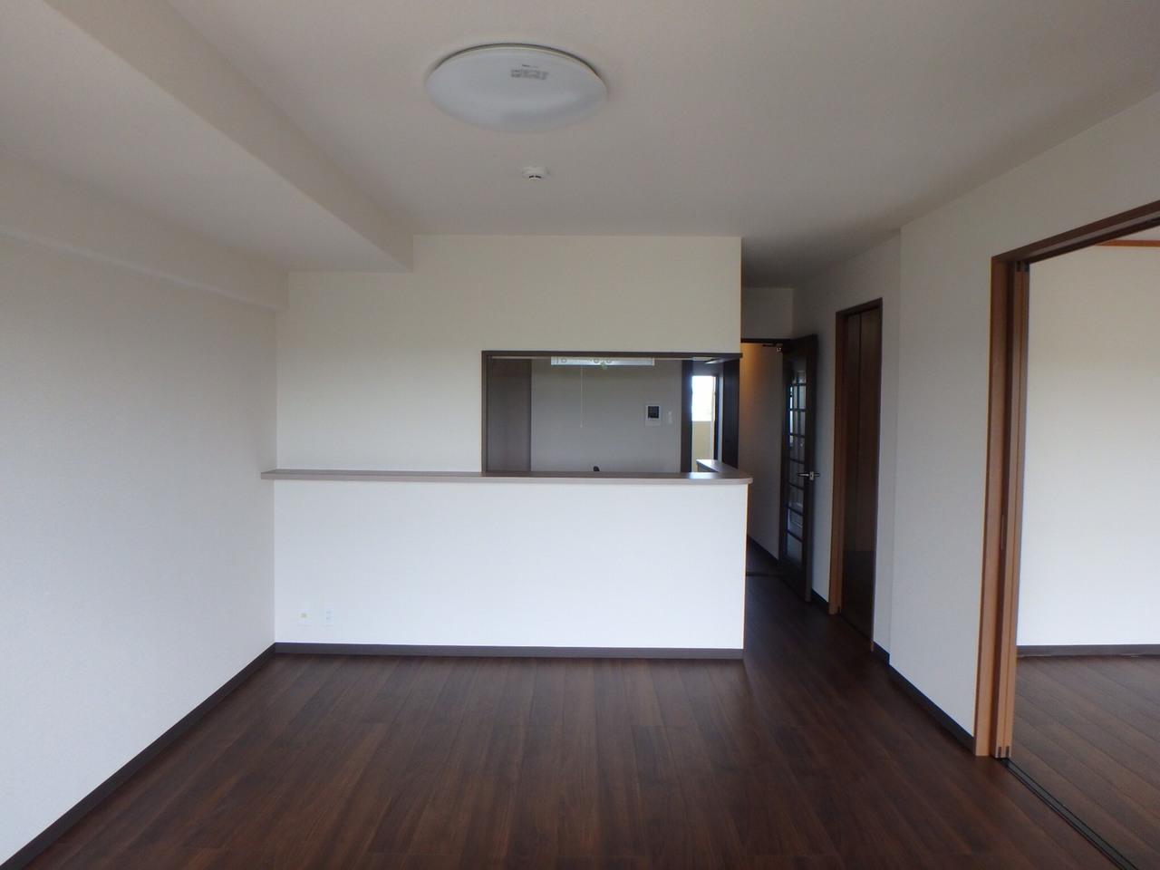 1階のごみ置き場です。 屋根つきで施錠管理されており、また毎日管理人さんが清掃作業しているので、 嫌なにおいもなく、清潔に保たれています。