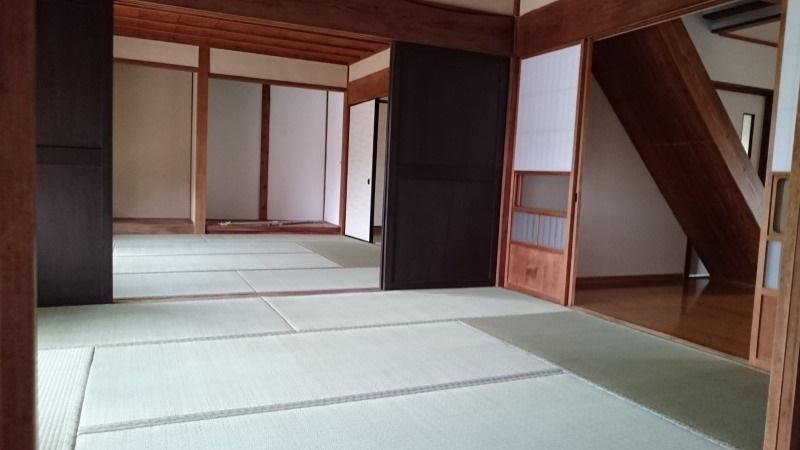 二間続きの和室は沢山のお客様をお迎えるするのに便利です。