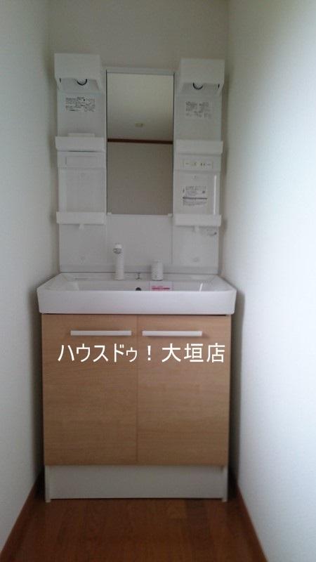洗面台も交換済み。身支度も気持ち良くできますね。