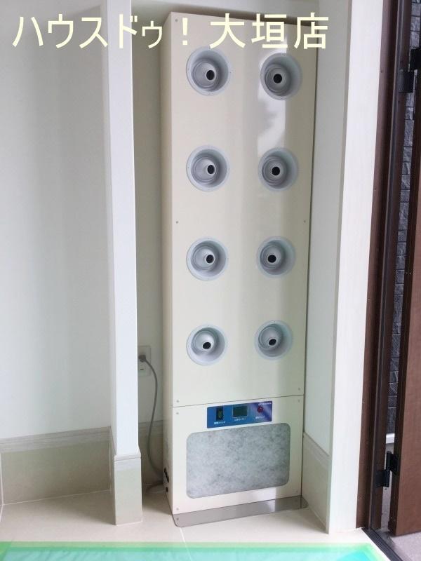 玄関にはエアーシャワー付き! 花粉の時期には大活躍です。