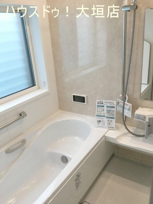 浴室には、窓・TV付きでゆっくり疲れをとることができます。  2016/09/12 撮影