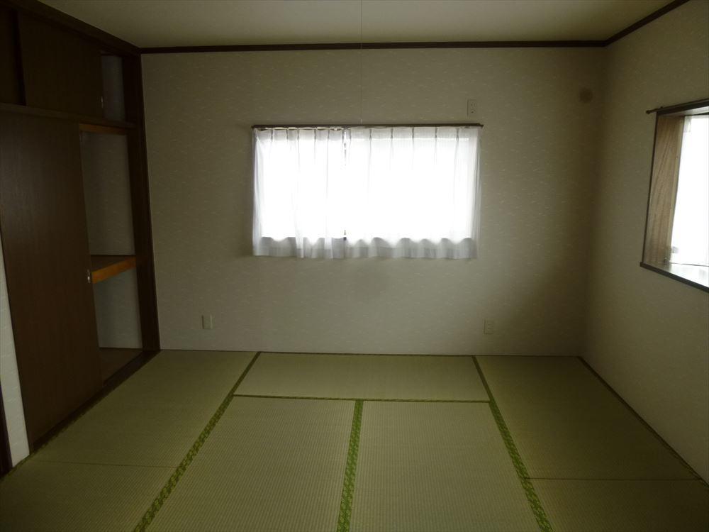 2面採光の和室です。落ち着きのある空間になっています。