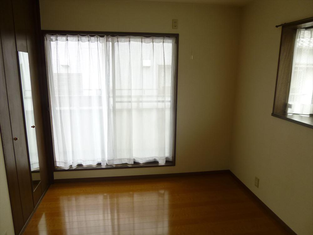 日当り良好・収納付きの洋室は子供部屋としても寝室としてもお使いいただけます◎