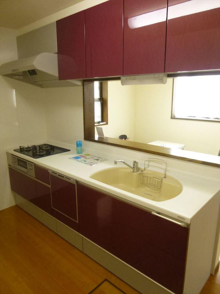 収納も充実しているので、片付けも楽々です。スッキリお使いいただけます!ゆったりとしたキッチンスペースが確保されているので、作業がしやすいです!