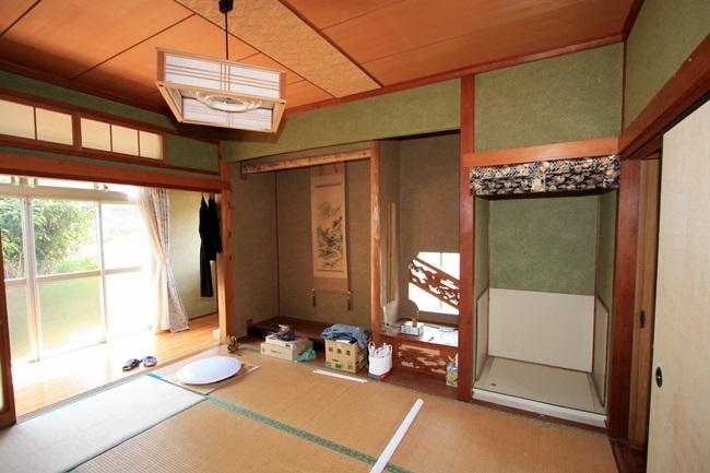 広縁側の床の間付の和室です。
