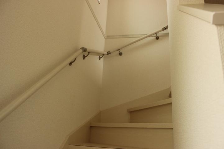 階段には手すりが付いています 上り下りも安心です