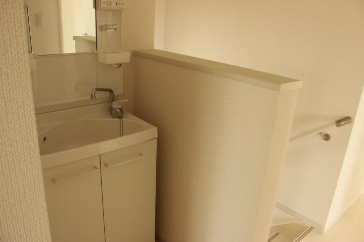 2階の廊下には洗面台を設置