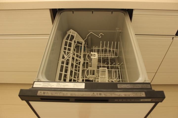 忙しい主婦の味方の食器洗洗浄機付きのキッチン