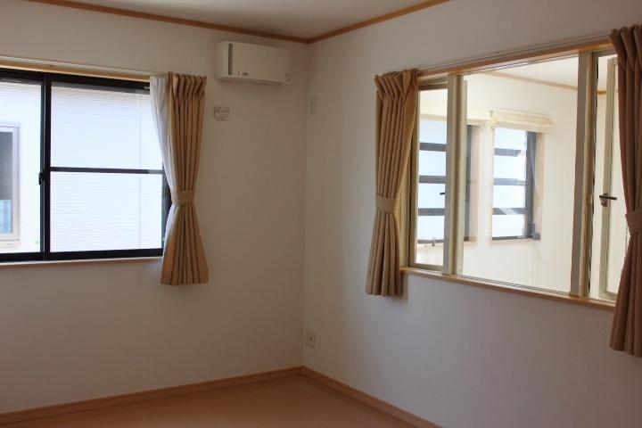 子供部屋に最適な6畳の洋室が二間 吹き抜けに面しています。