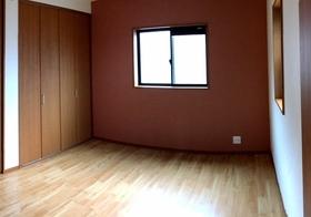 ナチュラルな心地よさが広がるプライベートルーム。 収納の豊富さも魅力のひとつです。