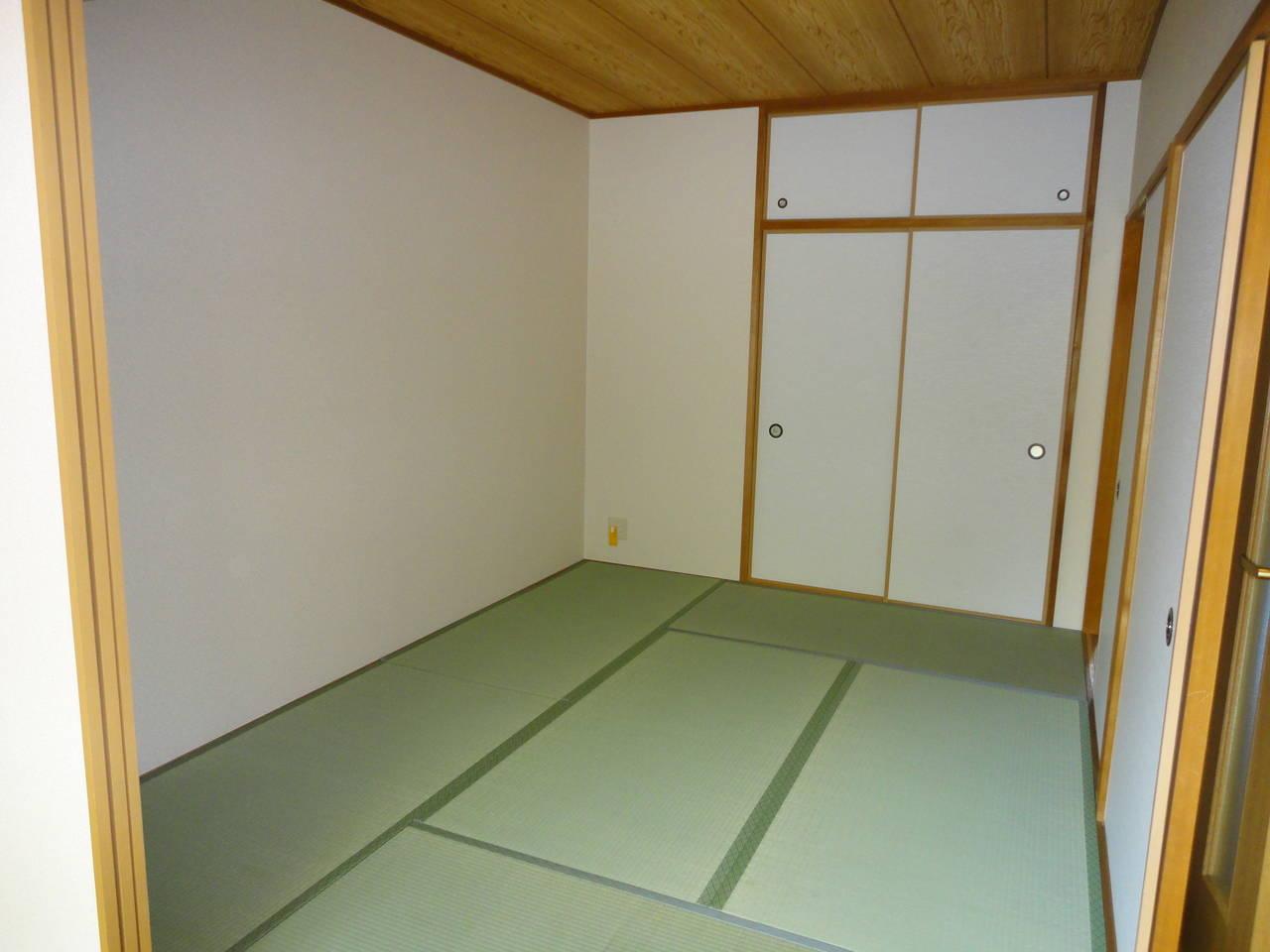 リビング続きの和室で空間が広がりますね。