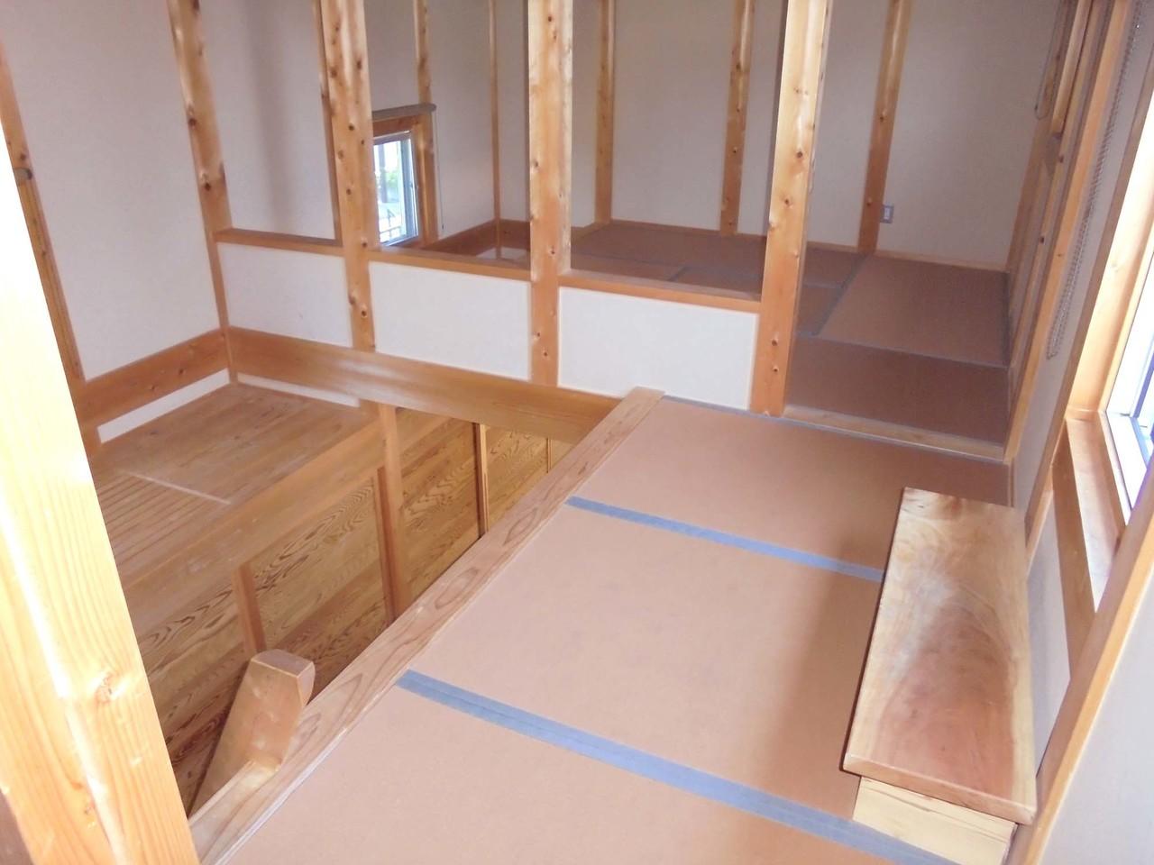 子供室。ロフトのようになっており、左右対称に4.5帖の和室があります(^^♪