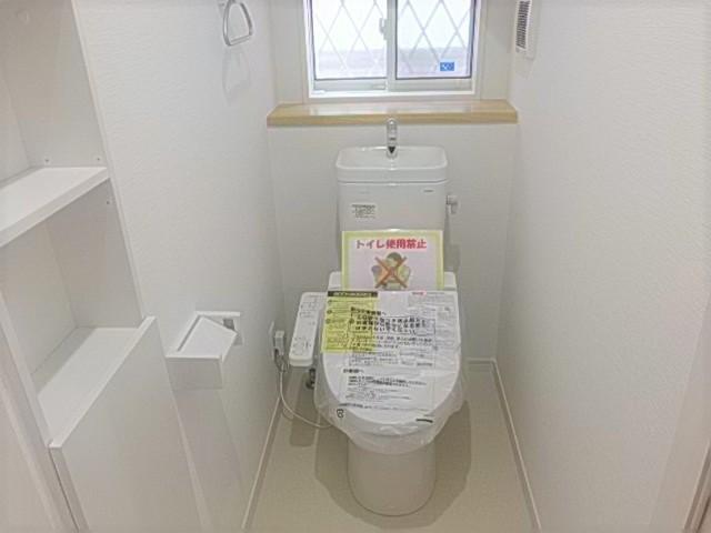 収納付きで使い勝手の良いトイレです