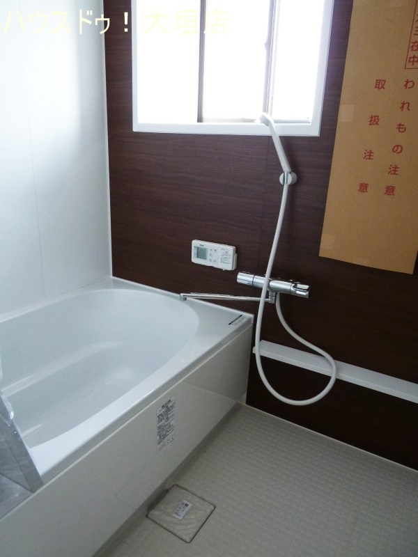 綺麗な浴室で、お風呂に入るのが楽しくなります。