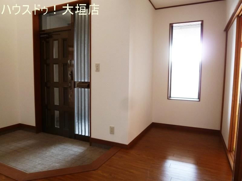 広々玄関ホール。