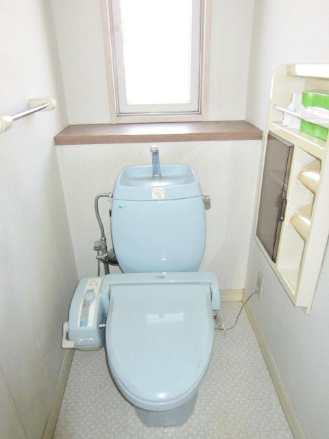 ウォシュレット機能付1Fトイレ。2Fにもトイレあります。