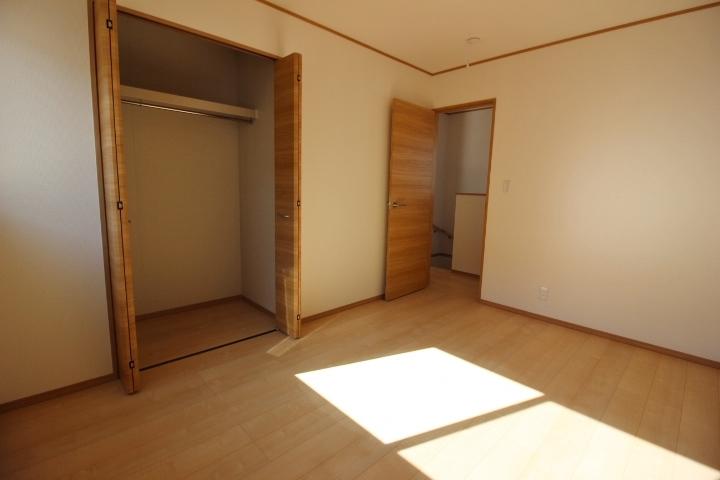 全てのお部屋に収納があるので お部屋がスッキリ片付きます。