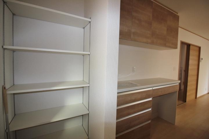 スペースを有効利用した収納が各所にあります。
