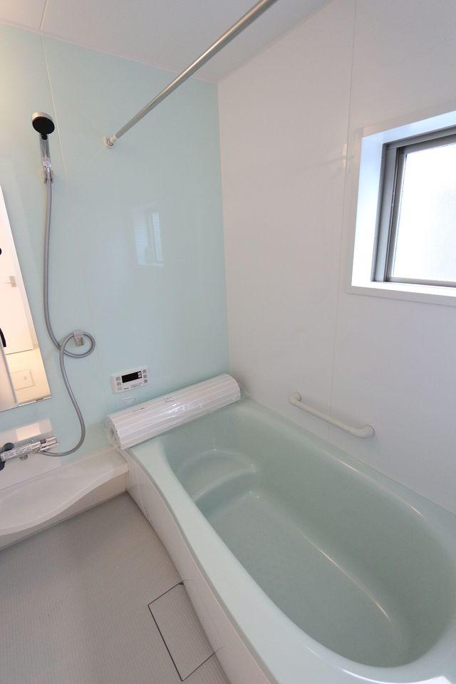 浴室はゆとりの1坪タイプ。 追い焚き機能と乾燥機も完備。