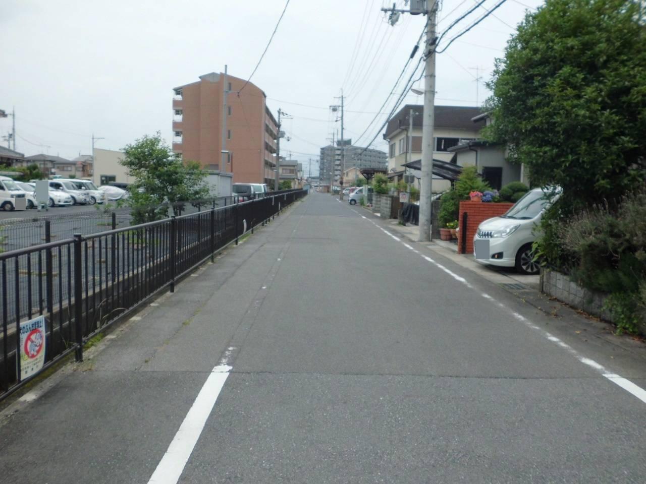 前面道路も6mで駐車もラクラクです!