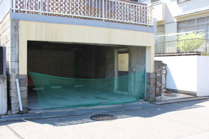 1階が車庫になっています。