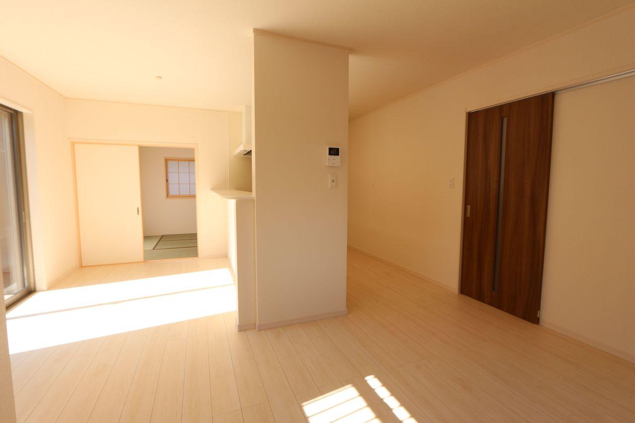 和室と合わせて21帖の大空間。