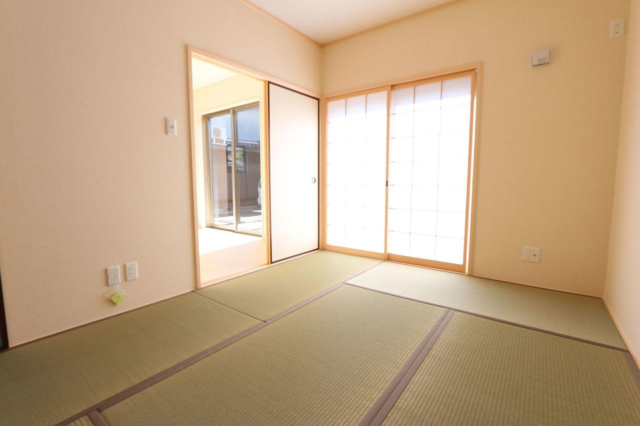 南向きの明るい和室。