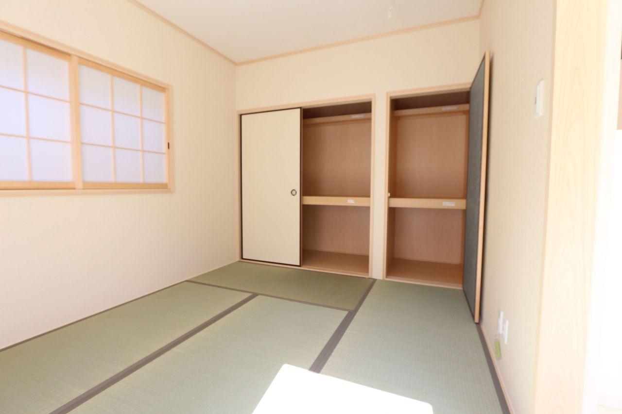 壁一面に収納スペースを確保。 客間や寝室にいかがでしょうか。