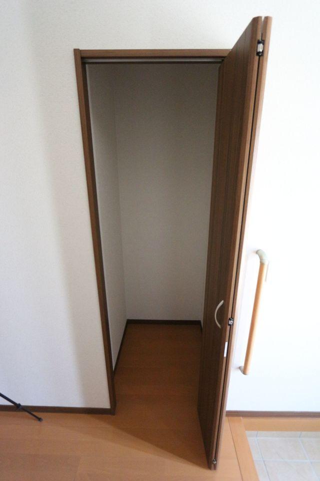 玄関横に便利なクローゼットを配置しました。