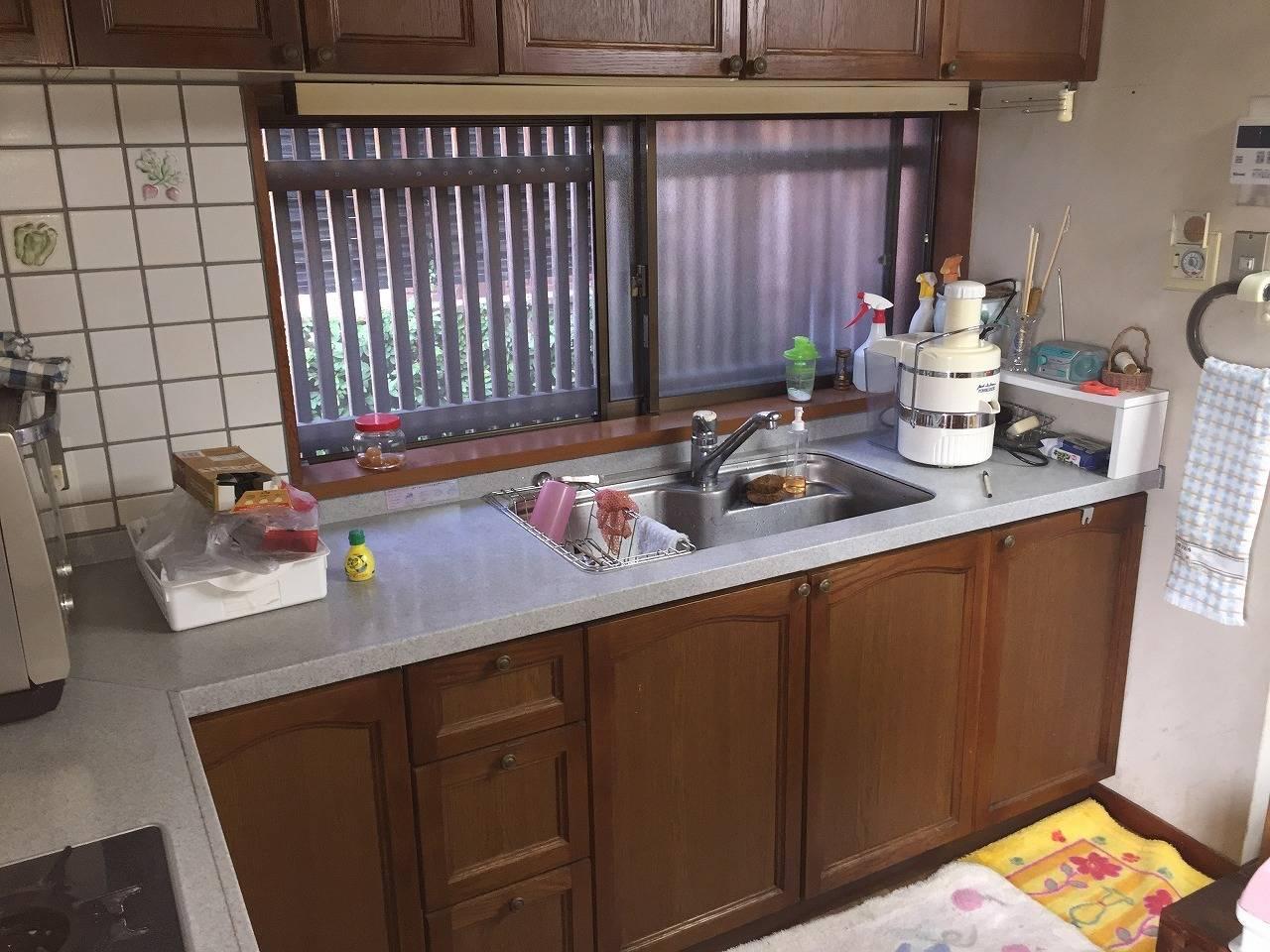 玄関横のキッチン