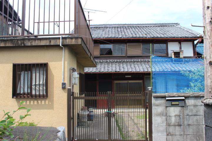 【外観写真】 JR石山駅まで徒歩21分・8LDK+納戸(3帖)・フレンドタウン瀬田川まで徒歩2分(約150m)