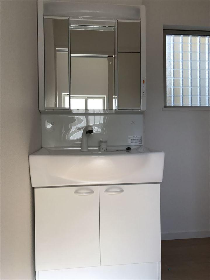玄関に近い洗面所は外から帰ってきたときの手洗いうがいにも便利ですね◎朝も準備をしてすぐ出掛けられます♪