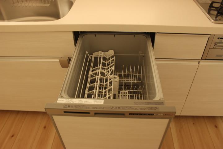 忙しい主婦の味方の食器洗乾燥機付き お片付け時間が短縮できますね
