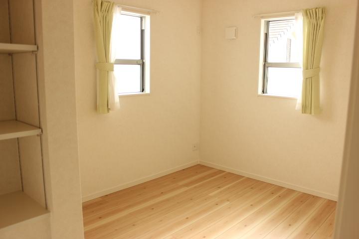 各洋室には収納棚が設けてあります