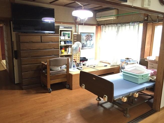 介護用のベッドが置けるほどの十分な広さがある洋室。