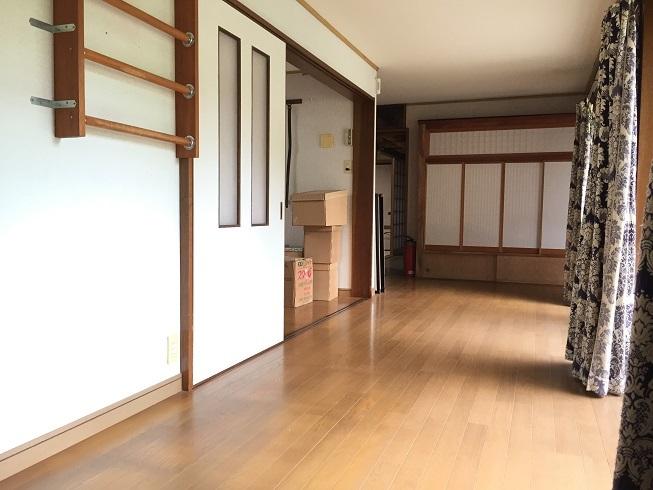 バリアフリー仕様で広々とした廊下は、車椅子もラクラク通ることができます。